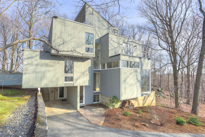 7 Mayberry Close Chappaqua NY-small-032-8-7 Mayberry Close 001-666x448-72dpi